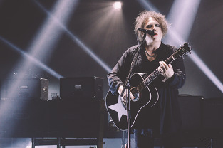 Robert Smith of the Cure live in Las Vegas. Las Vegas music photography photos by Limitless VZN.